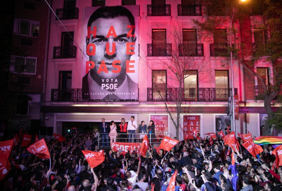 Miles de personas celebraron la victoria electoral del PSOE la noche del 28 de abril. Foto: PSOE