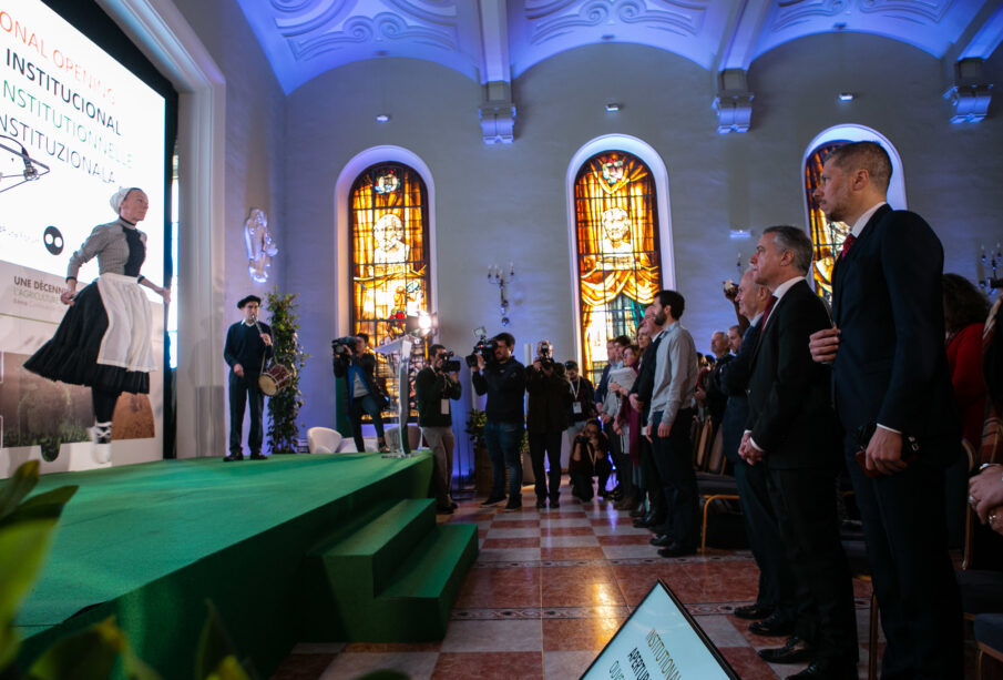 El lehendakari Iñigo Urkullu asiste a un aurresku en la última conferencia del Foro Rural Mundial, el pasado mes de marzo en Bilbao. Foto: Foro Rural Mundial.
