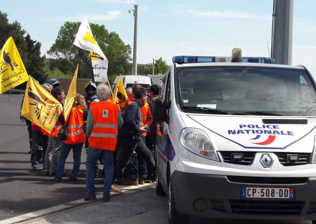 Como es habitual en este tipo de ataques a camiones españoles, la Gendarmería no impidió la organización de la acción de ayer en Le Boulou. Foto: Confédération paysanne