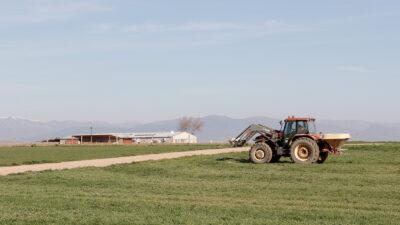 Un tractor trabajando en la provincia de Toledo. Foto: Joaquín Terán.