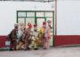 """Vecinos de Almonacid del Marquesado, con los trajes típicos de su fiesta """"La Endiablada"""". José María Moreno García. Creative Commons."""
