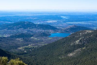 Vista desde la Sierra de Guadarrama hacia Madrid, un territorio en el que lo urbano, lo rural y lo medioambiental se dan la mano.