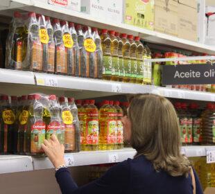 Ofertas de aceite en un establecimiento de la gran distribución. Autor: Joaquín Terán.