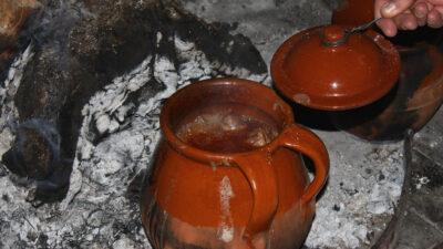 Cazuela de lebrada de pregonaos, el origen de las despedidas de solteros. Foto: Joaquín Terán