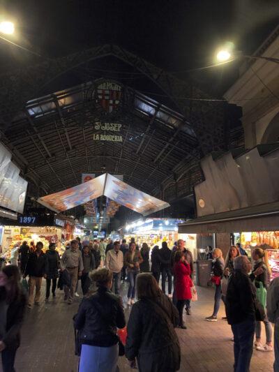 El mercado de La Boquería, en Barcelona, uno de los mercados más visitados por turistas en toda España.