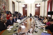 Mesa de diálogo entre las organizaciones profesionales agrarias y el Ministerio de Agricultura, ayer, en Madrid. Autor: Joaquín Terán.
