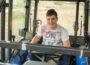 Xosé, un joven de Mormentelos (Ourense) subido en su tractor. Foto: Joaquín Terán.