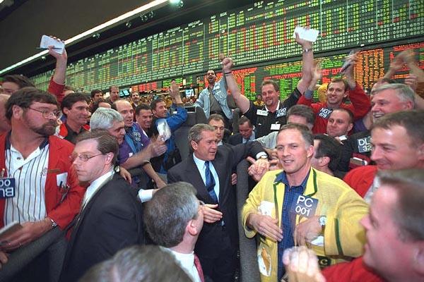 El Mercado de Futuros de Chicago, en 2001, durante una visita del entonces presidente George W. Bush. Autor: White House.