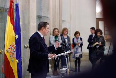 El ministro de Agricultura, Luis Planas, comparece ante los medios en febrero de 2020.