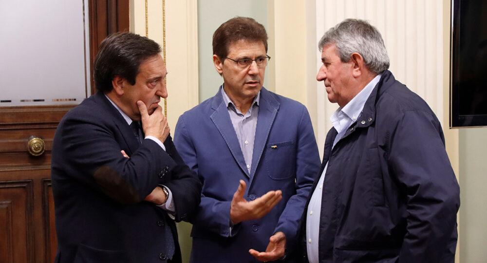Pedro Barato, Miguel Blanco y Lorenzo Ramos, durante un encuentro en el Ministerio de Agricultura, en febrero de 2020.