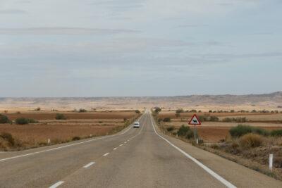 El plan para implantar peajes en las carreteras comenzaría por las autovías para extenderse después a las carreteras de un solo carril por sentido, como esta de Teruel.