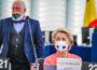 """El vicepresidente Timmermans y la presidenta de la Comisión Europea, Ursula Von der Leyen, en una sesión en la Euocámara el pasado mes de septiembre. """"CC-BY-4.0: © European Union 2021 – Source: EP""""."""